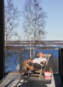 Ibland måste man göra en paus och njuta av vårsolen som redan kommer fram i februari!